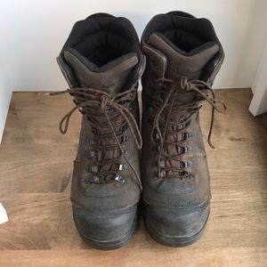 Rocky boots, men's size 9,  1,000 gram